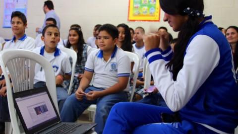 Centro de Relevo, para conectar las personas sordas con las TIC