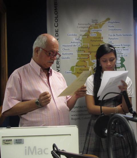 En Alfabetización,  los estudiantes aprenden a hacer radio