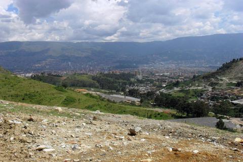 Loma Linda se preocupa por la polución que ocasiona la explotación de la montaña.