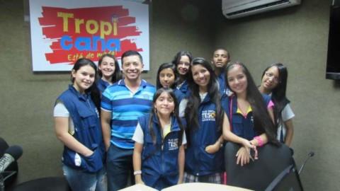 Visita a Caracol Radio de los Chicos de TESO Media
